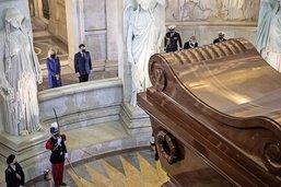 Macron revisite le tombeau de Napoléon